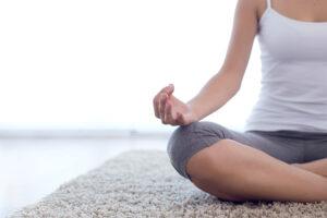 как правильно медитировать дома начинающим