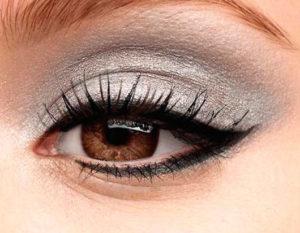 декоративная косметика - это очень серьезно, и подходить к ее выбору нужно с пониманием того, как она может повлиять на вашу жизнь.