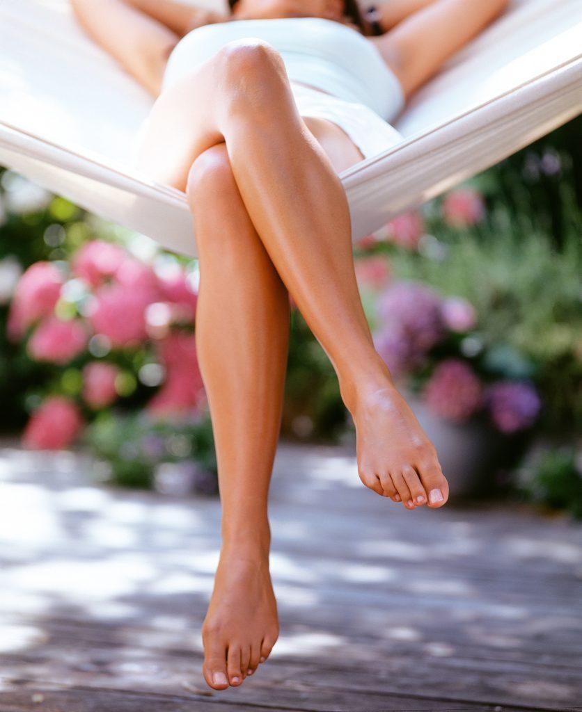 Вкусные ножки женщины смотреть онлайн
